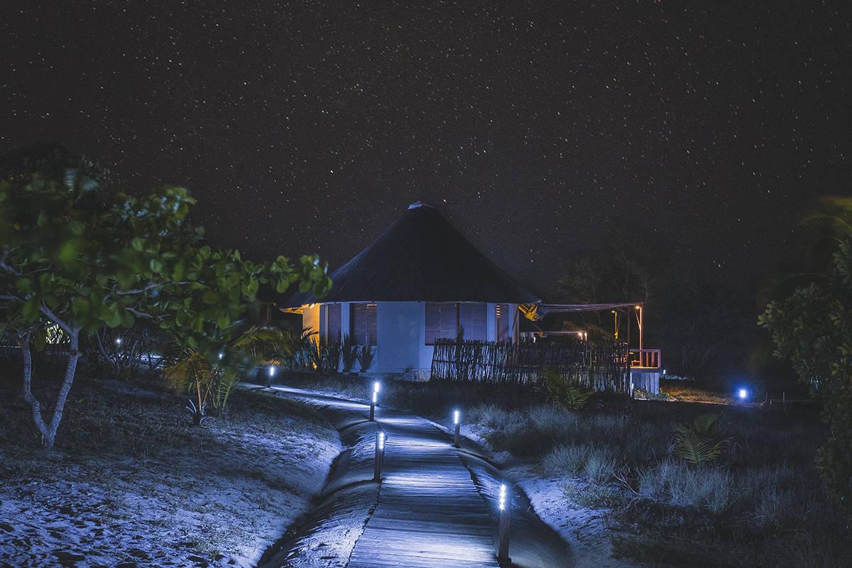 Making of Light - Illuminazione e turismo responsabile - Coral Lodge_solarpower_lights_night 1