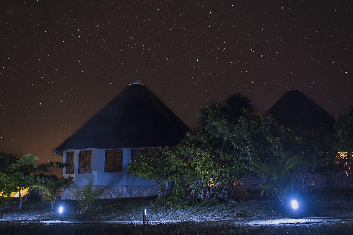 Making of Light - Illuminazione e turismo responsabile - Coral Lodge_solarpower_lights_night 2