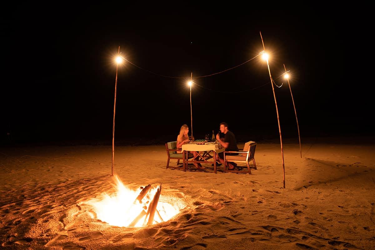 Making of Light - Illuminazione e turismo responsabile - Lodge_solarpower_Private-beach-dinner