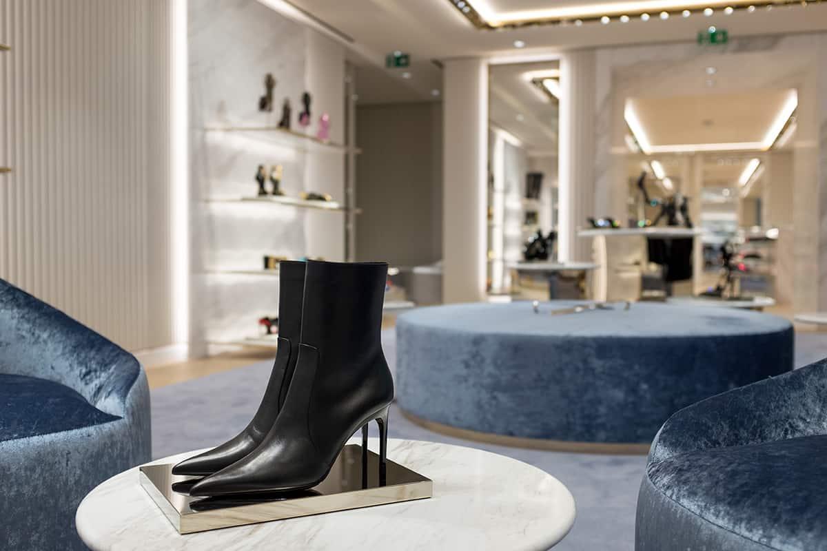 08 Making Of Light Il Lighting Designer è Necessario Versace Paris Inside 3